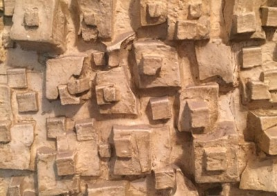 Plâtre ciré, composition sculpturale murale, détail.