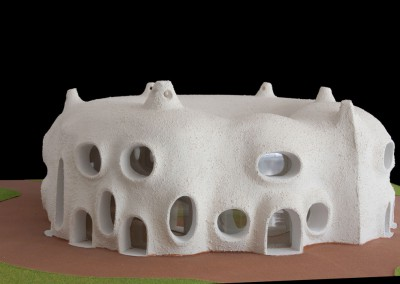 2000 – Complexe d'habitations avec petite cour intérieure. Aux environs de Nice. France.