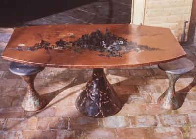 1965 – Table haute à un pied, plateau polygonal