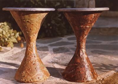 1965 – Tabourets: piètement en cuivre oxydé, assise en plomb gravé